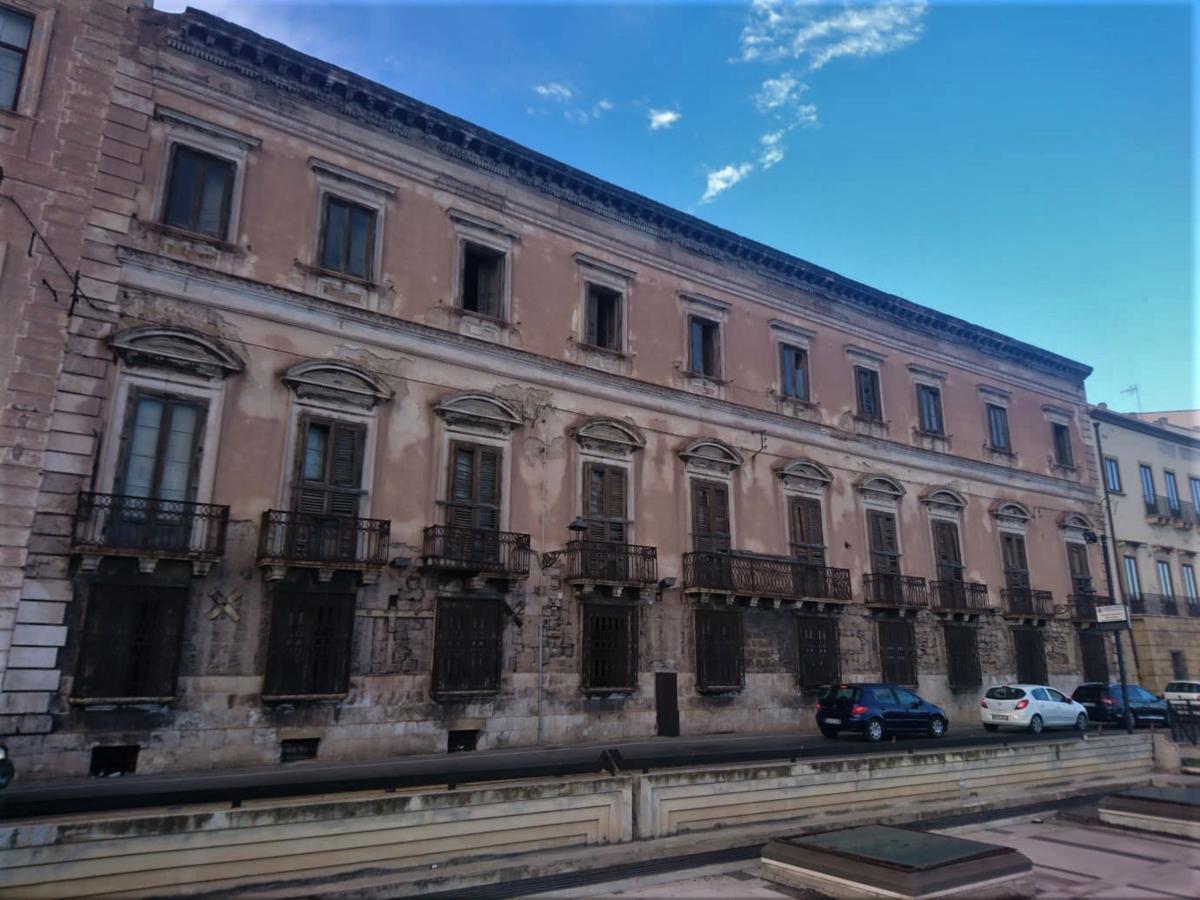 1200px-Palazzo_d'Ayala_Valva_di_Taranto.png