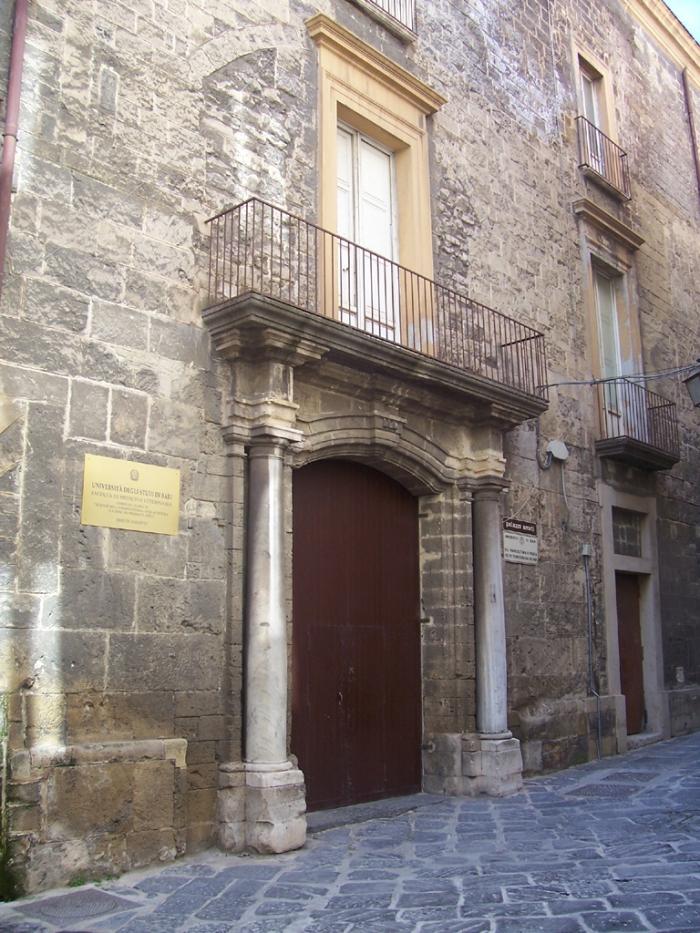 Palazzo_Amati_Taranto.jpg