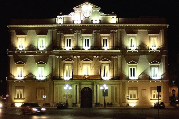 municipio_taranto_sera.jpg